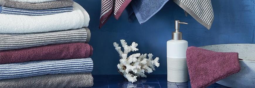 Serviettes et gants de toilette, peignoirs, tapis de bain